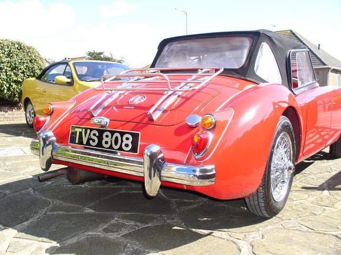 MGA Roadster 1600 (1959) in Chariot Red